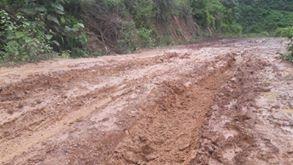 Nhiều đoạn lại lầy lội, trơn trượt