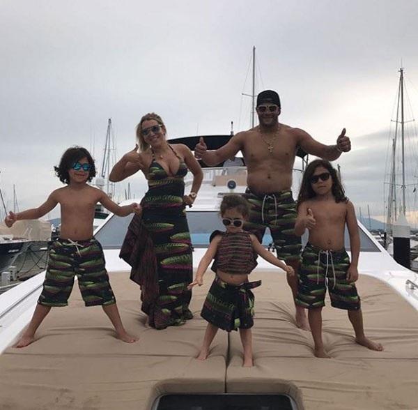 Đón năm mới sang chảnh với du thuyền và mỹ nữ như các ngôi sao thế giới - 10