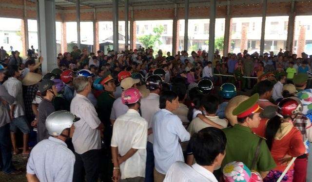 Hàng ngàn người dân đến xem phiên xét xử