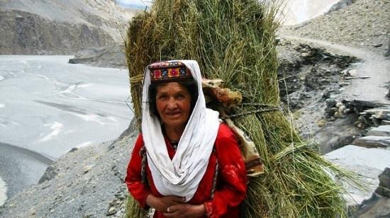 Các cụ ông cụ bà trăm tuổi vẫn lao động hăng say. Có người sống tới 145 tuổi.