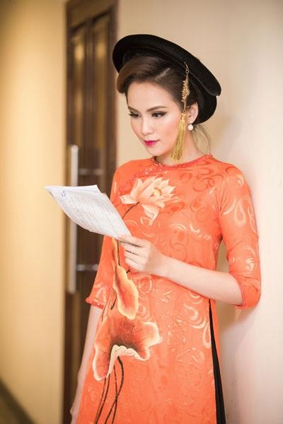 Hoa hậu Diễm Hương quyến rũ làm MC - 3