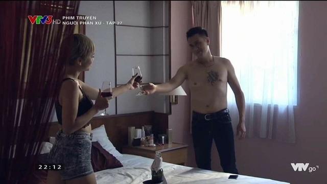 """Thúy An (trái) đảm nhiệm vai Hương """"Phố"""" - bồ của Phan Hải trong phim Người phán xử."""