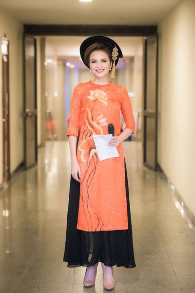 Hoa hậu Diễm Hương quyến rũ làm MC - 1