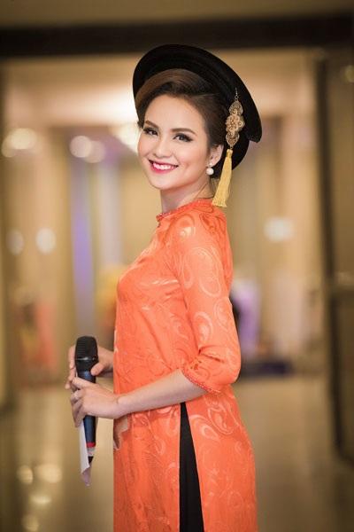 Hoa hậu Diễm Hương quyến rũ làm MC - 2