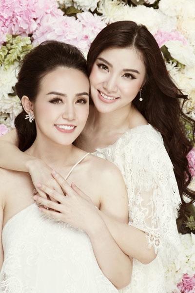 Hương baby (trái) và Hạnh Sino thân thiết như hai chị em.