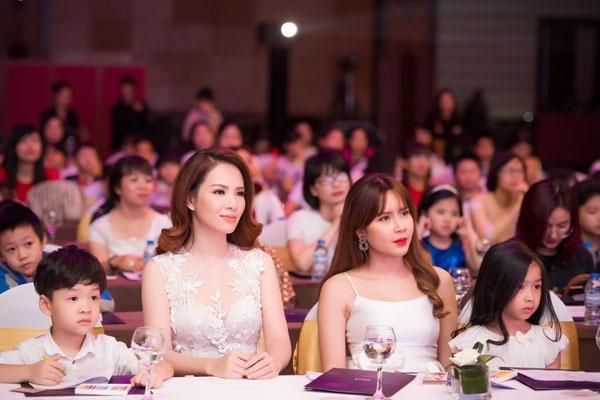 Con trai Đan Lê và con gái Lưu Hương Giang thu hút sự chú ý tại sự kiện.