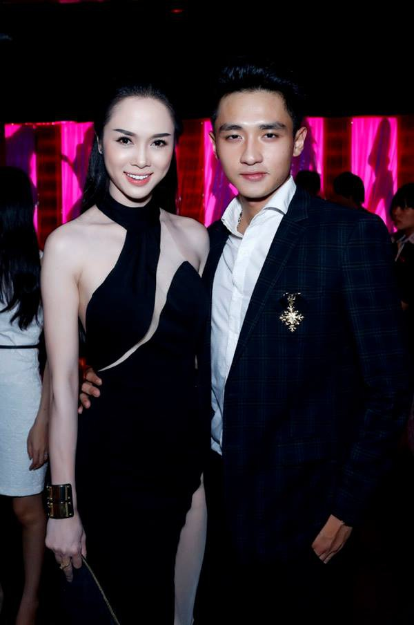 Diễn viên Vũ Ngọc Anh và Hữu Vi (Á vương Mister Global 2014, Host The Face 2017) từng là một trong những cặp đôi đẹp của showbiz Việt. Cả hai được yêu mến bởi không sử dụng chuyện tình cảm để PR và cũng ít khi nhắc về nhau trước truyền thông. Tuy nhiên, sau 3 năm yêu nhau, cặp đôi bất ngờ chia tay trong im lặng.