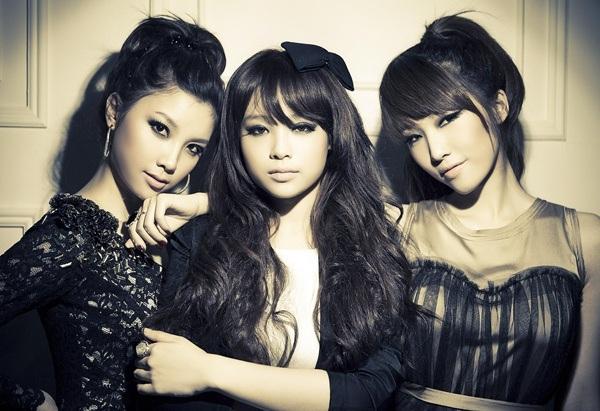 Cô từng là thành viên trong nhóm nhạc B.sily cùng hai người bạn thân Emily và Hạnh Sino.