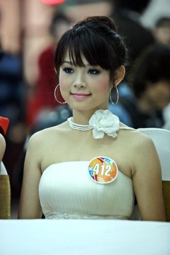 Huyền Baby (SN 1989) tên thật là Đặng Ngọc Huyền. Huyền Baby sở hữu gương mặt trẻ trung, nhí nhảnh.