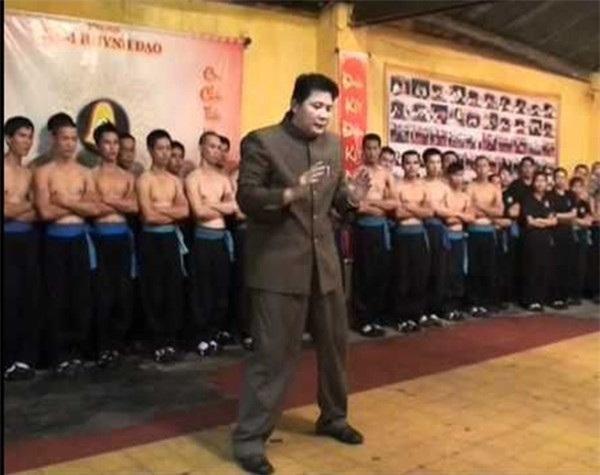 Chưởng môn Nam Huỳnh Đạo, Huỳnh Tuấn Kiệt nhận lời thách đấu của Pierre Francois Flores