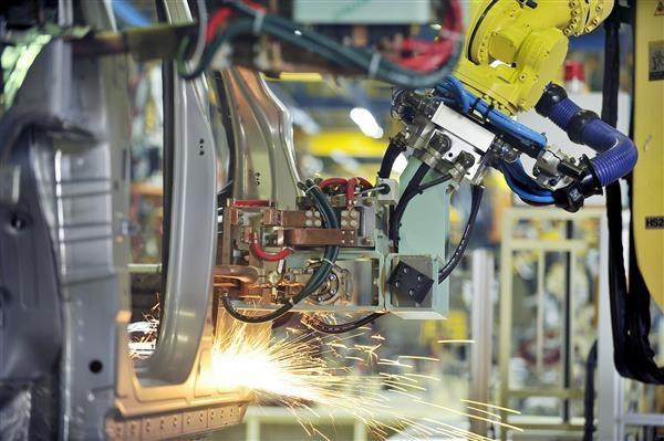 Thuế NK linh kiện ô tô giảm về 0% để khuyến khích sản xuất trong nước. Tuy nhiên để được hưởng mức thuế linh kiện 0% doanh nghiệp sản xuất phải đáp ứng một số điều kiện. Ảnh Nguyễn Hà