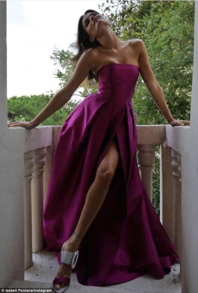 Siêu mẫu xinh đẹp này là biểu tượng của làng thời trang thế giới. Năm 2008, cô lọt Top 15 siêu mẫu kiếm nhiều tiền nhất do tạp chí Forbes bình chọn.