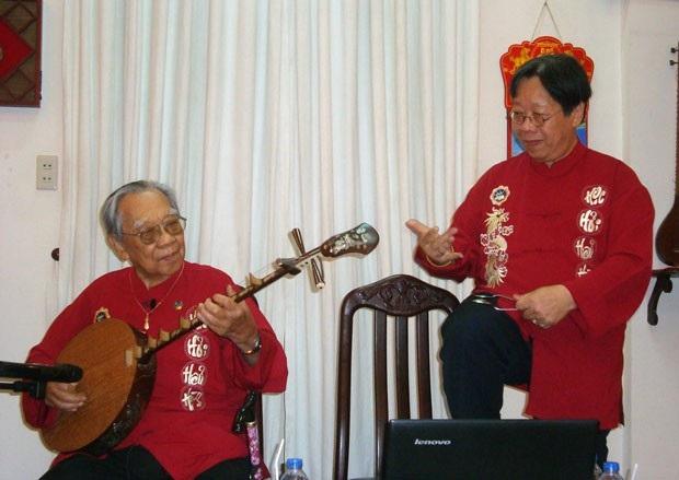 GS Trần Quang Hải và cha cùng kết hợp trong chương trình biểu diễn nghệ thuật nhạc cụ dân tộc