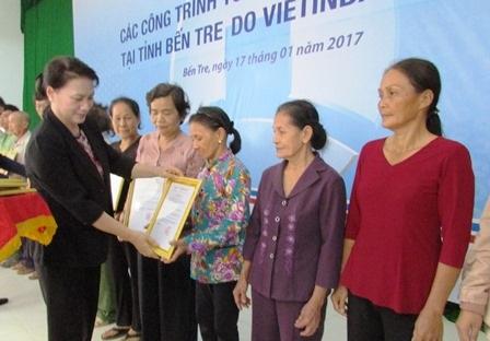 Chủ tịch Quốc hội trao nhà tình thương cho hộ nghèo trên địa bàn tỉnh Bến Tre