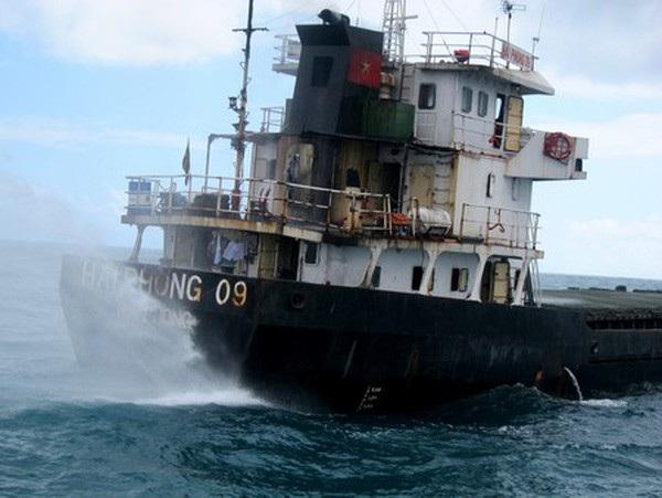 Đang làm nhiệm vụ con tàu bị phát nổ ở khu vực buồng máy khiến 4 người bị thương nặng (ảnh minh họa)