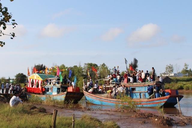 Hàng ngàn người dự lễ hội Nghinh Ông - 2