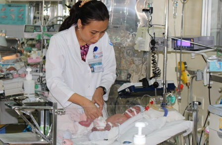 Sau phẫu thuật, bệnh nhi đang được tiếp tục chăm sóc, điều trị tại Bệnh viện Nhi Đồng 1