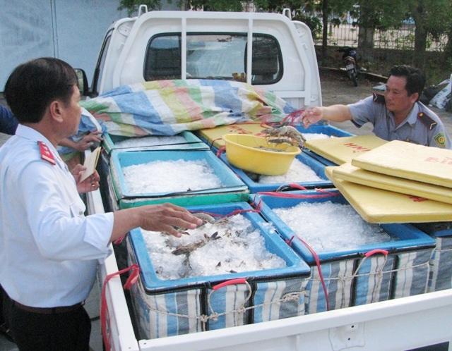Một vụ bắt tôm chứa tạp chất trên địa bàn tỉnh Bạc Liêu.