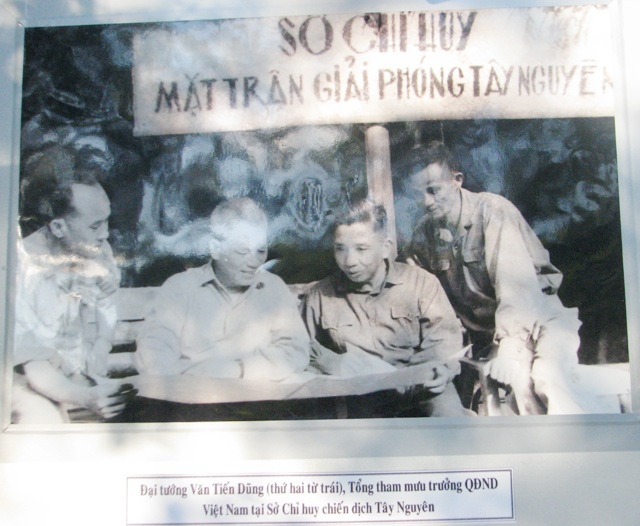 Triển lãm ảnh kỷ niệm 42 năm giải phóng miền Nam - 3