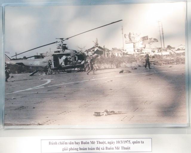 Triển lãm ảnh kỷ niệm 42 năm giải phóng miền Nam - 4
