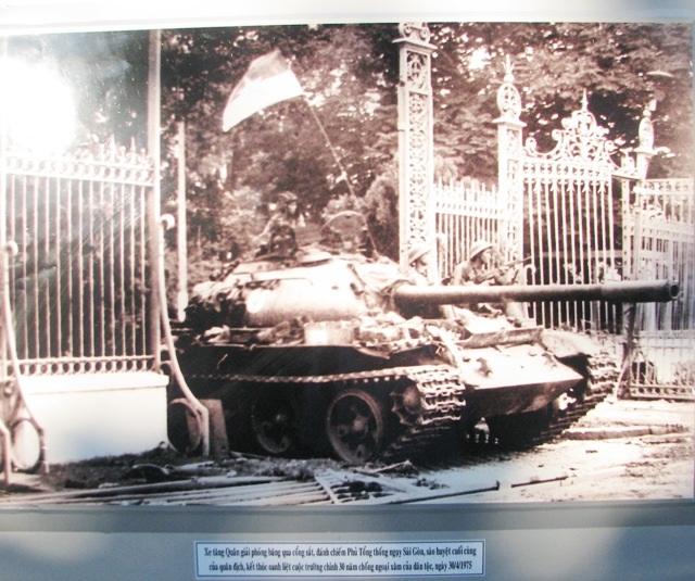 Triển lãm ảnh kỷ niệm 42 năm giải phóng miền Nam - 5