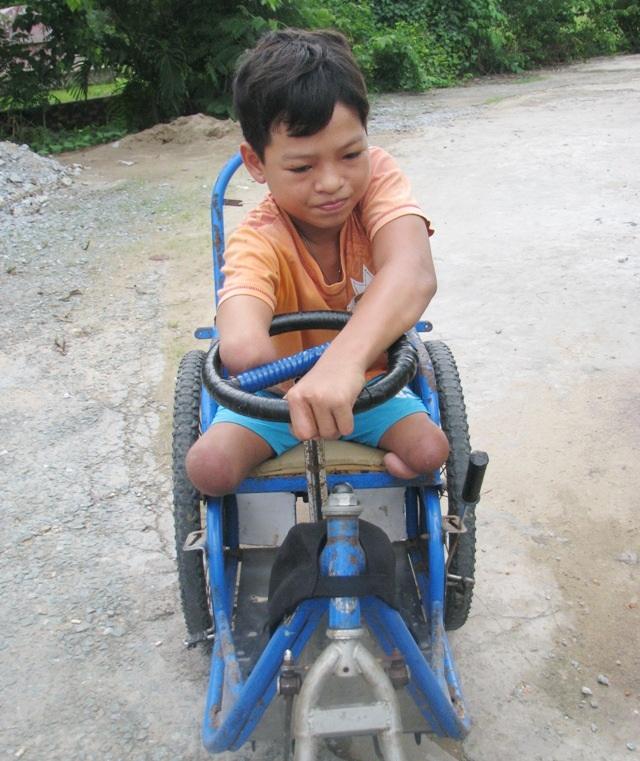 Cậu học trò khuyết tật hiếu học với ước mơ làm bác sĩ - 2