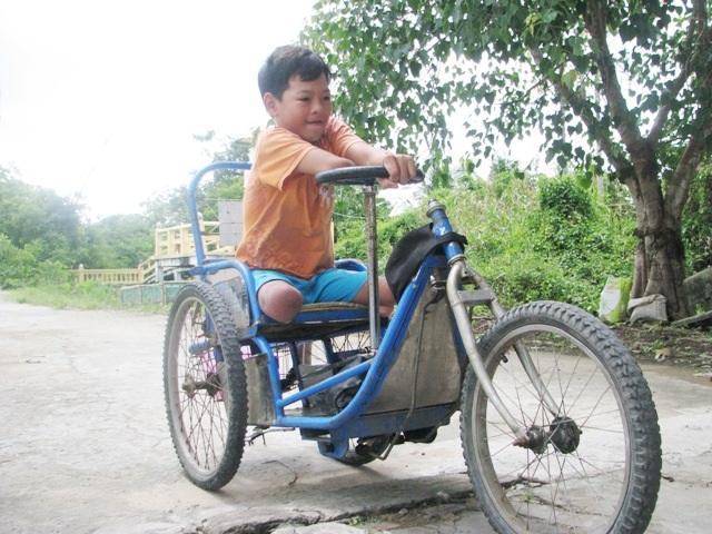 Cậu học trò khuyết tật hiếu học với ước mơ làm bác sĩ - 1