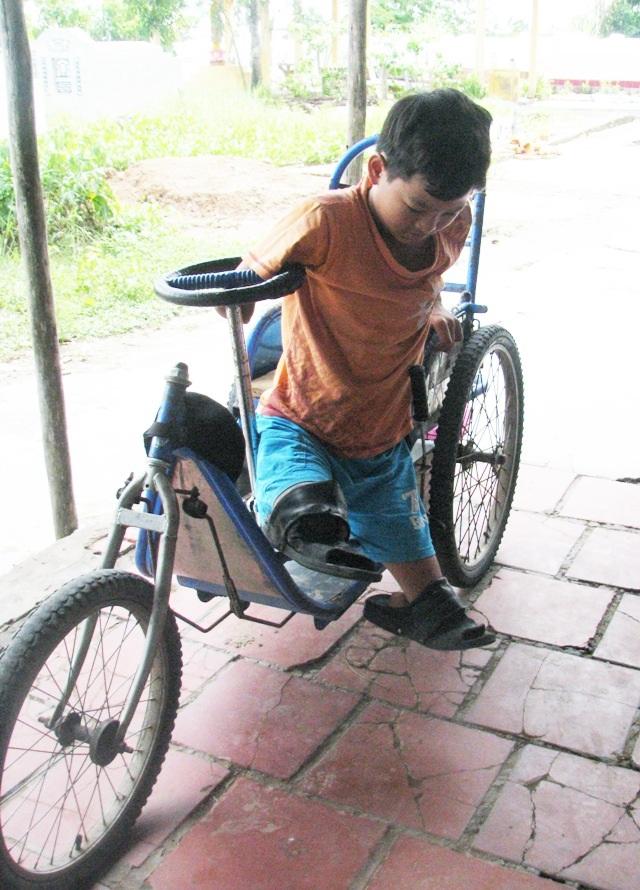 Cậu học trò khuyết tật hiếu học với ước mơ làm bác sĩ - 3