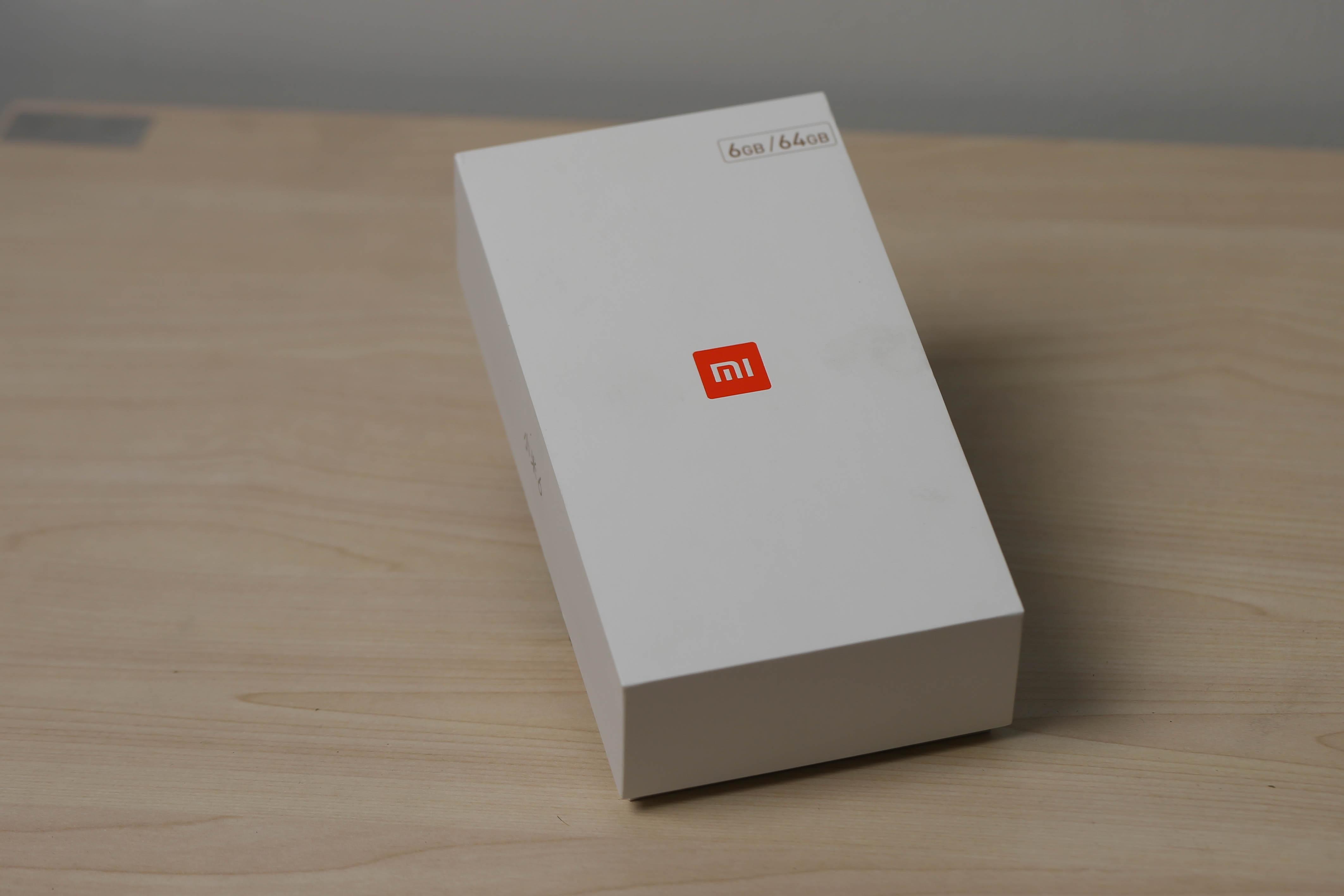 Đập hộp smartphone camera kép Xiaomi Mi 6 chính hãng tại Việt Nam - 1