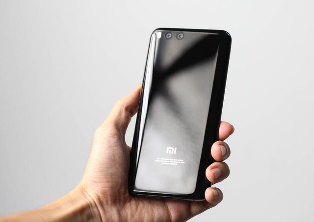 Những mẫu smartphone cận cao cấp đáng chú ý tháng 8 - 3