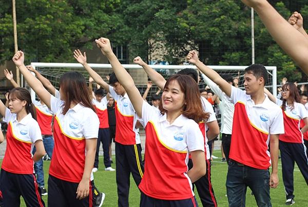 Mang giày cao gót, Á hậu Huyền My vui vẻ nhảy flashmob cùng sinh viên - 5