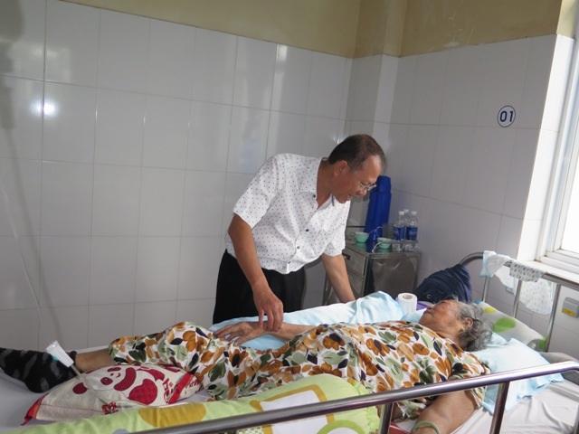 Mang Tết đến với bệnh nhân ung thư - 1