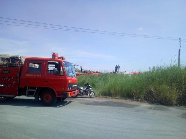 Xe chữa cháy được điều tới hiện trường để dập lửa.