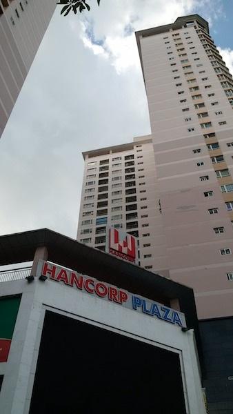 Cư dân chung cư Hancorp Plaza mệt mỏi đi đấu tranh đòi quyền lợi suốt nhiều năm.