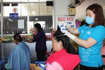 Khu vực khám bệnh, nhận thuốc thường ngày trở thành salon chăm sóc tóc