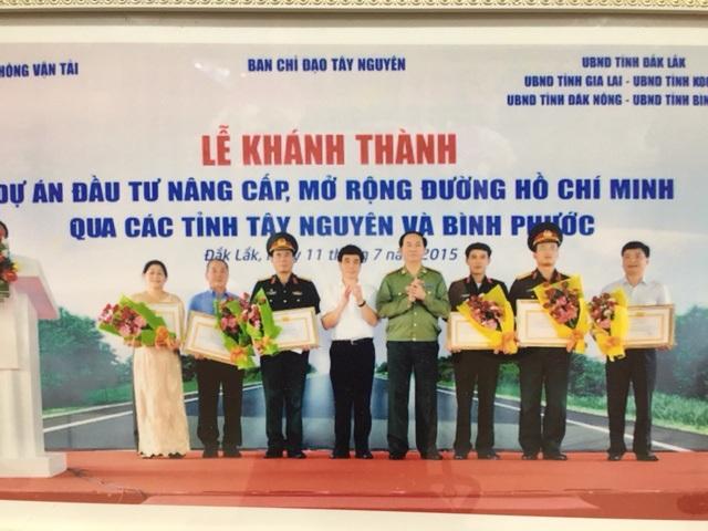 Công ty Hoàng Nam là doanh nghiệp đã có hơn 20 năm hoạt động trong lĩnh vực xây dựng cầu đường.