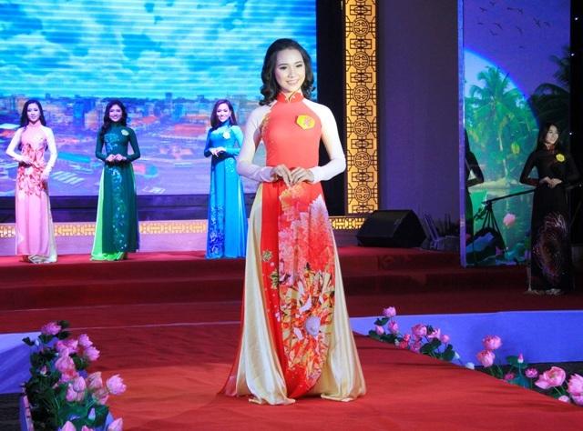 30 người đẹp vào chung kết Hoa khôi Nam Bộ 2017 - 1