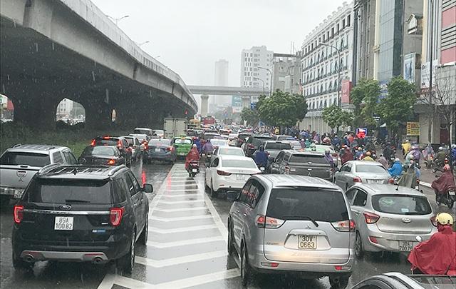 Tuyến Đường Nguyễn Xiển sáng nay bị ùn tắc kéo dài hàng cây số