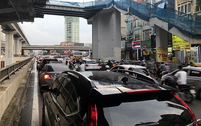 Đường Nguyễn Trãi cũng bị ùn ứ cục bộ trong chiều nay