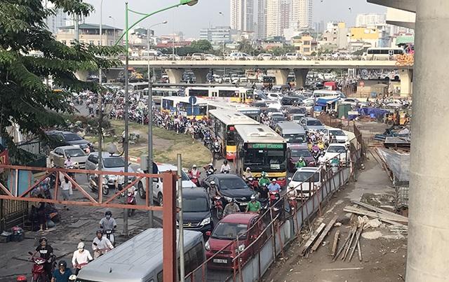 Hà Nội đang tìm các giải phải giải quyết tình trạng ùn tắc giao thông