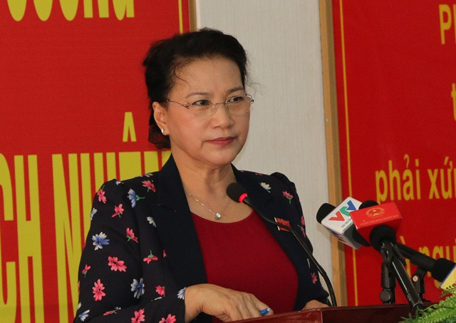 Chủ tịch Quốc hội Nguyễn Thị Kim Ngân giải đáp thắc mắc cho các cử tri
