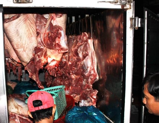 Số thịt heo không có giấy tờ kiểm dịch bị cơ quan chức năng bắt giữ.