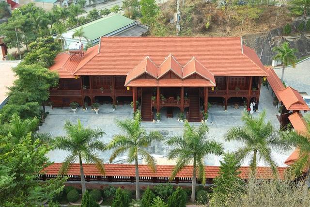 Căn nhà được làm hoàn toàn bằng gỗ lim trị giá lên tới gần 200 tỷ đồng của đại gia Điện Biên. Ảnh: Phan Lương