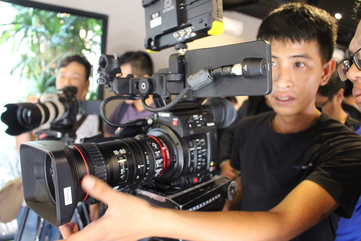 Canon bán máy quay chuyên nghiệp EOS C200 giá gần 200 triệu đồng tại Việt Nam - 1