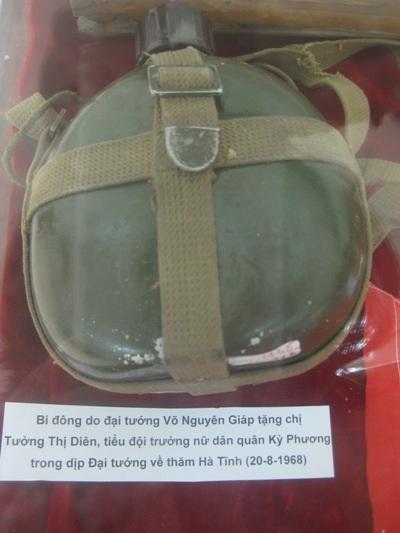Chiếc bi đông do Đại tướng Võ Nguyên Giáp tặng