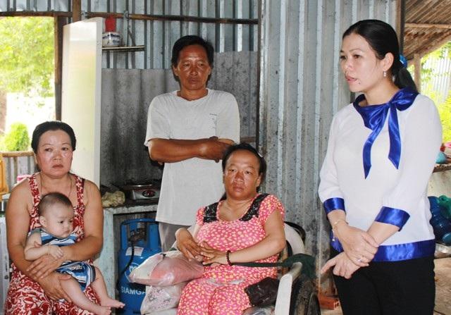 Bà Đoàn Hồng Lĩnh- Chủ tịch Hội Phụ nữ TP Bạc Liêu cho biết địa phương rất quan tâm đến hoàn cảnh của chị Hưởng và cảm ơn báo Dân trí kịp thời là cầu nối để bạn đọc giúp đỡ cho mẹ con chị.