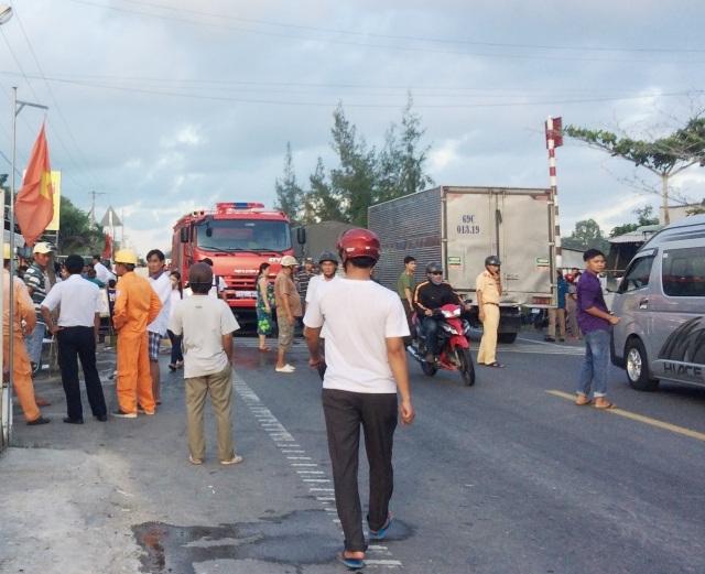 Thời điểm xảy ra cháy, đoạn quốc lộ 1A qua khu vực có căn nhà bị chạy đã bị kẹt xe nghiêm trọng. Lực lượng chức năng địa phương rất vất vả để điều tiết giao thông.