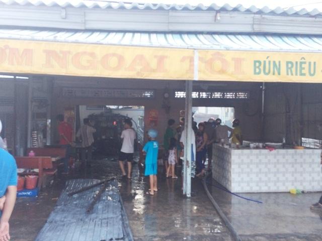 Căn nhà cũng là nơi dùng để làm quán bán ăn uống tại xã Vĩnh Mỹ B, huyện Hòa Bình, tỉnh Bạc Liêu bất ngờ xảy ra cháy chiều ngày 7/9.