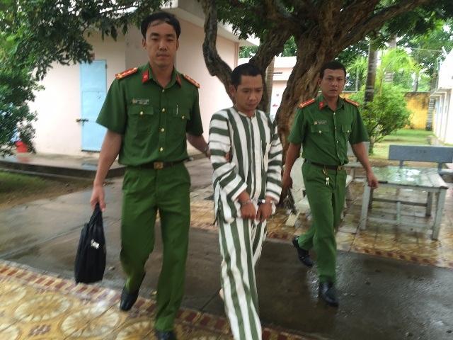 Lê Lâm Hưng bị dẫn giải về trại tạm giam (ảnh công an cung cấp)