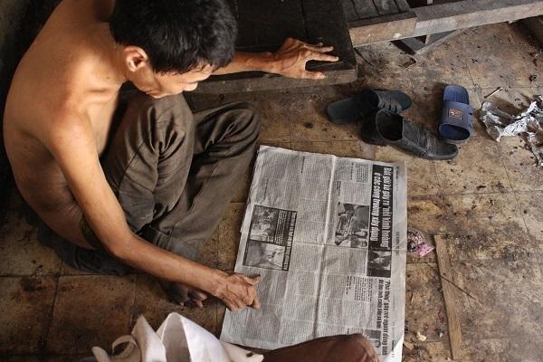 Người đàn ông tâm thần ở Hà Nội nhiều năm bị đổ rác trước nhà - 2